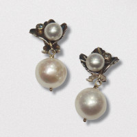 A Pair of 18ct Yellow Gold, Oxidised Sterling Silver, Diamond and Freshwater Pearl EARRINGS. Gold mass 2.2 grams. Diamonds 0.20 cts.