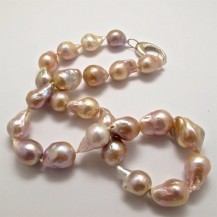 Freshwater Pearls with a Natural Peachy Colour – Round. R6,200