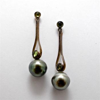 Pair Oxidised Sterling Silver DROP EARRINGS with Tahitian Pearls and Peridot. R5,320