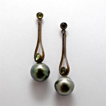 Pair Oxidised Sterling Silver DROP EARRINGS with Tahitian Pearls and Peridot. R5,320
