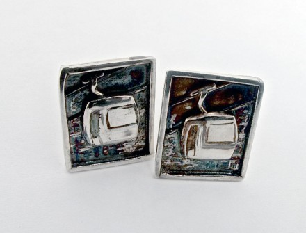 Cufflink | A Memory of a romantic skiing holiday
